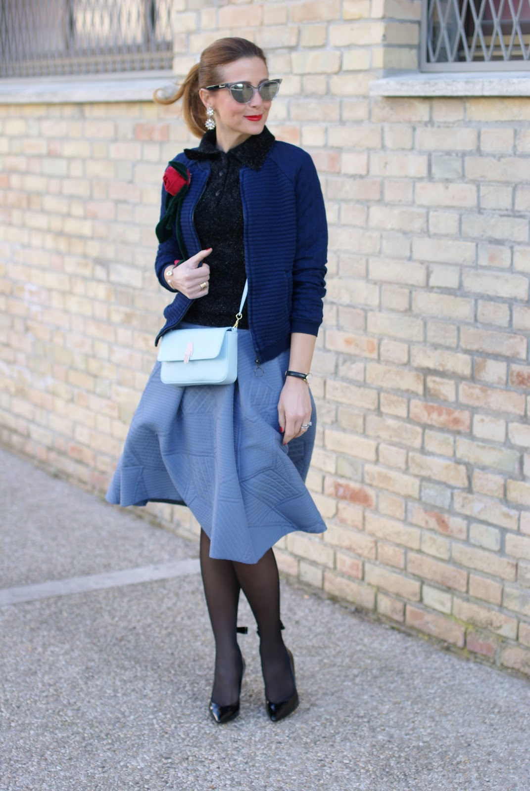 Valentine's day romantic outfit with black pantyhoses and skirt, asymmetrical midi skirt, Sergio Amaranti shoes on Fashion and Cookies fashion blog, fashion blogger style