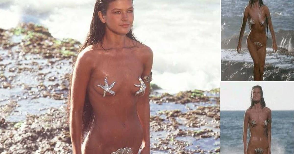 Zeta Jones Bikini 30