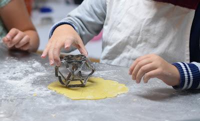https://www.escuelahosteleria.com/categoria-producto/cursos/curso-de-cocina-para-ninos/