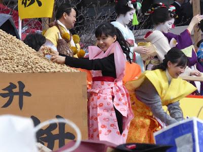 成田山節分祭 芳根京子 豆まき