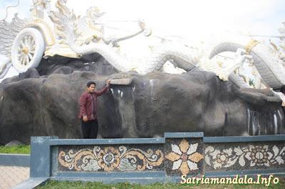 Patung Tugu Rato Nago Besanding