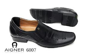 Cara Memilih Sepatu Asli atau KW