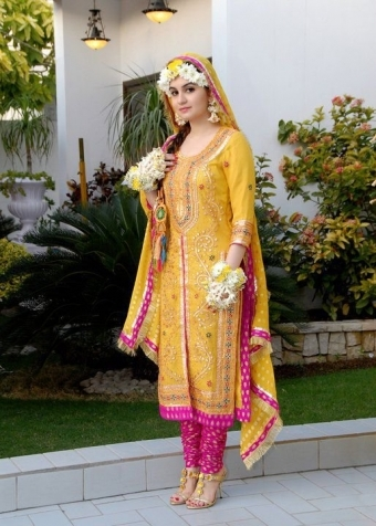 Bridal mehndi dresses styles