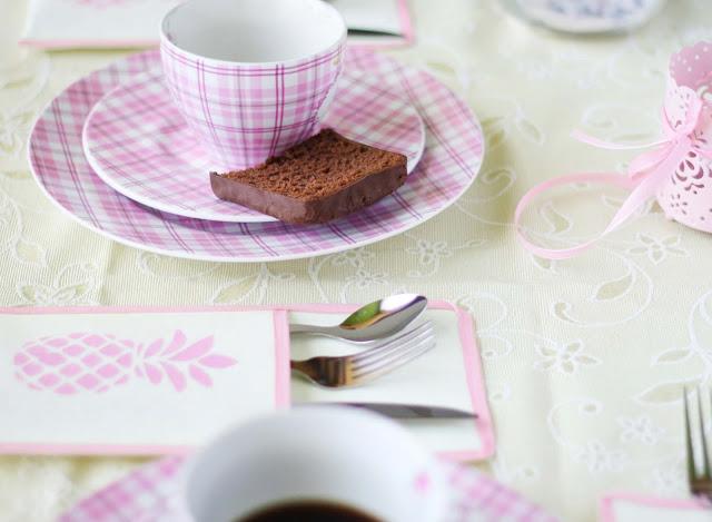 Sommerliche DIY-Tischdekoration mit Ananas-Motiv