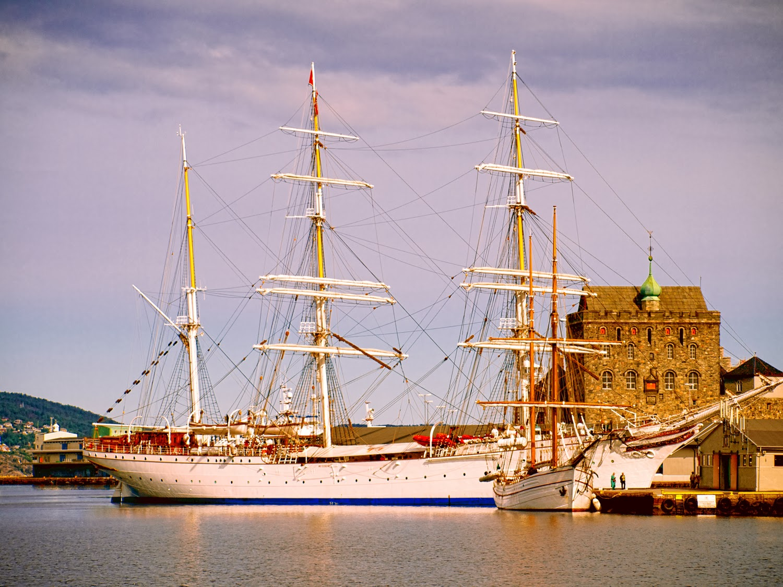 Veleros y Fortaleza en Bergen