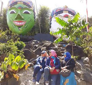 Topeng Raksasa di Kampung Topeng, Malang