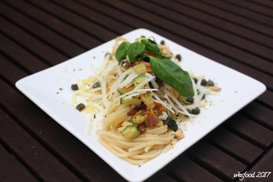 wesfood spaghetti mit zucchini und rosinen. Black Bedroom Furniture Sets. Home Design Ideas