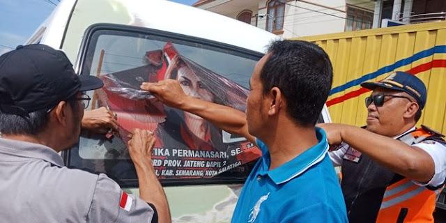 Bawaslu Copot Stiker Caleg di Angkot, Sopir Ternyata Dibayar Sampai Pemilu