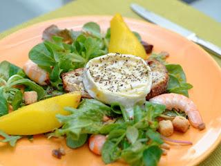 Salade de chèvres chauds au poires safranées