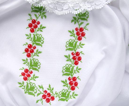 Дочкина вышиванка, Vyshyvanka with berry