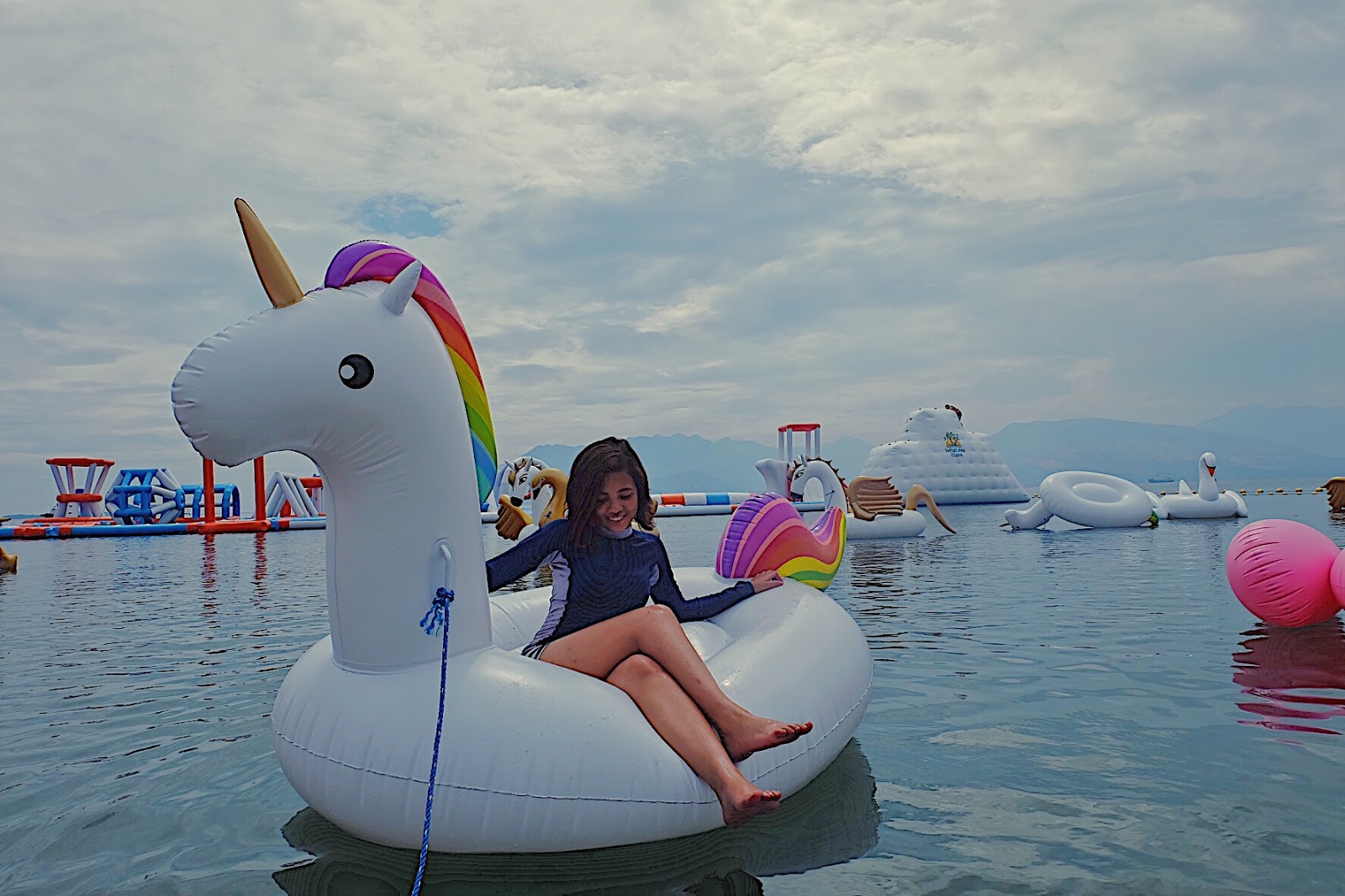 inflatable island unicorn