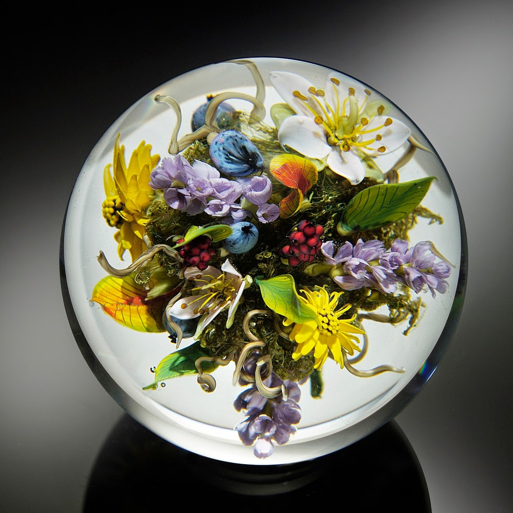 08-Spring-Bouquet-Paul-J-Stankard-Nature-in-a-Sculptured-Glass-Orb-www-designstack-co
