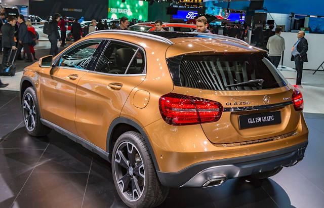2018 Compact SUV Mercedes Exterior