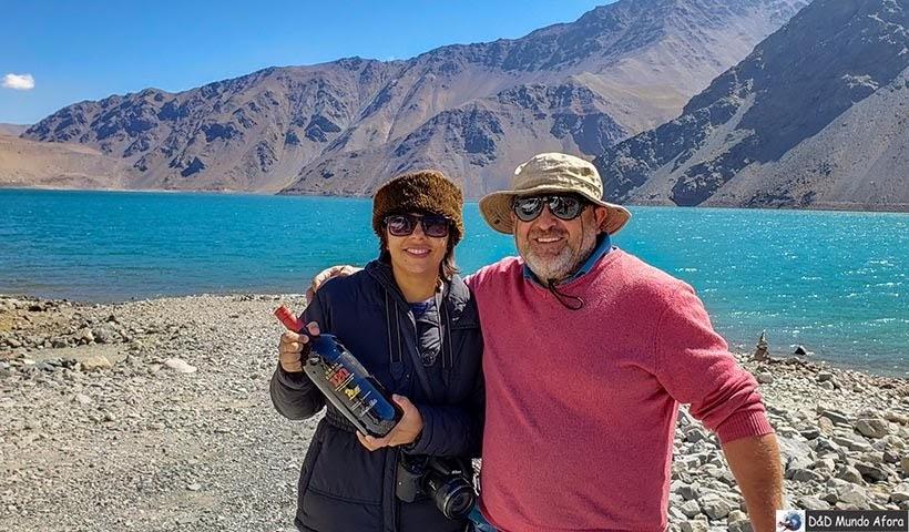 Danubia e o guia Victor a Destino Chile no Embalse el Yeso - Diário de Bordo Chile: 8 dias em Santiago e arredores
