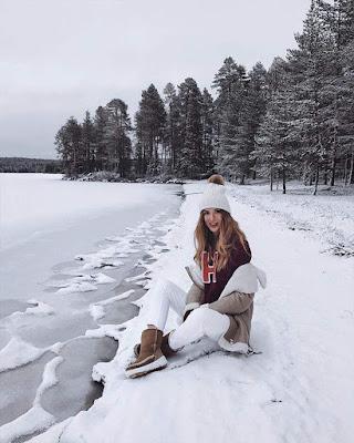 pose sentada en la nieve