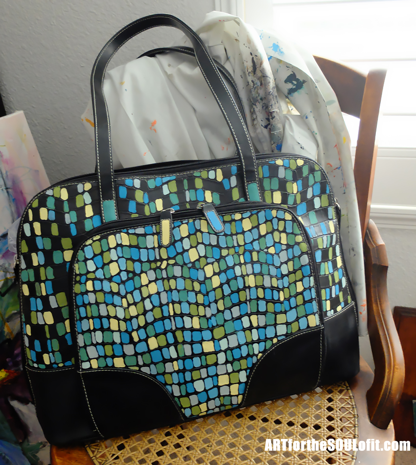 painting a thrift store purse - awesome diy makeover