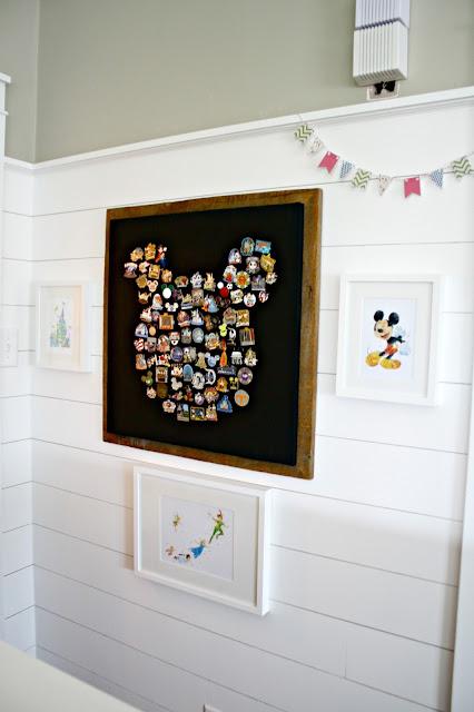 Disney pin Mickey art