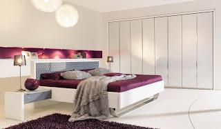 Habitación coloro violeta