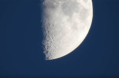Moon conspiracy: The YouTuber thinks he should not be able to zoom this close on the moon.