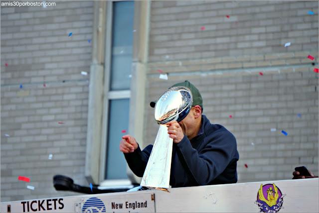 Jonathan Kraft en el Desfile de los Patriots por la Celebración de la Super Bowl LIII