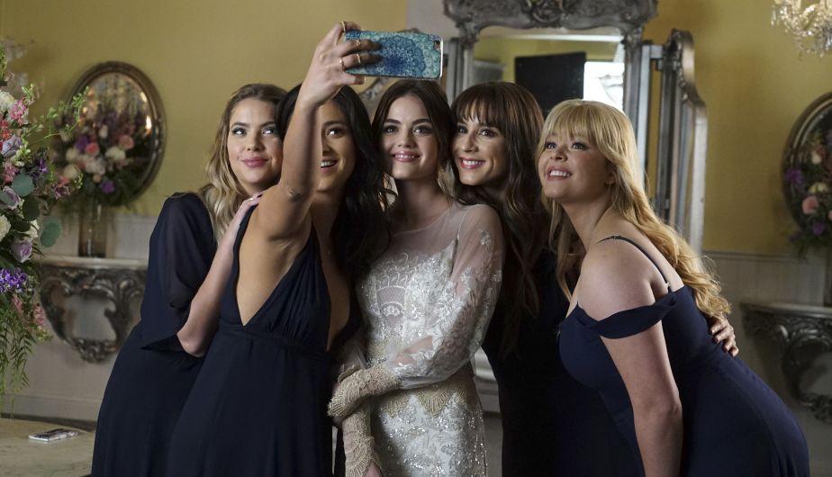 El episodio final se desarrolla durante la boda de Aria.