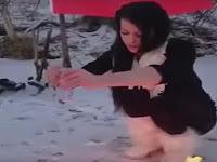 Bakar Alquran, Wanita Cantik Asal Slovakia Picu Kemarahan