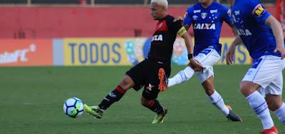 Vitória e Cruzeiro empatam em 1 a 1 no Barradão