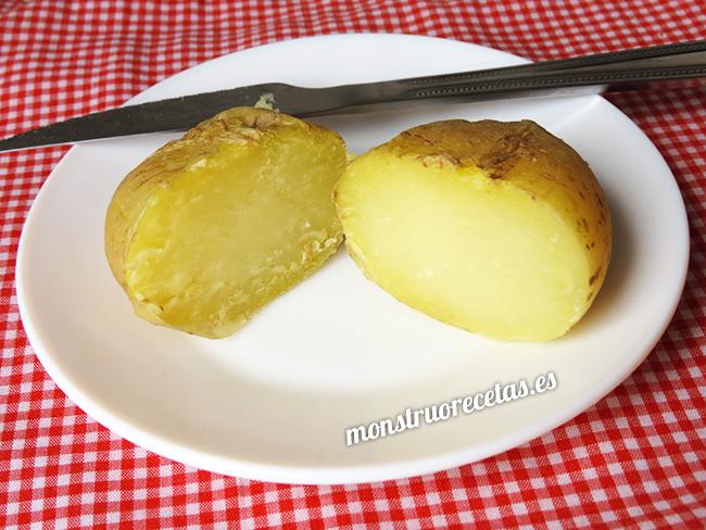 Cómo asar o cocer patatas en el microondas fácilmente