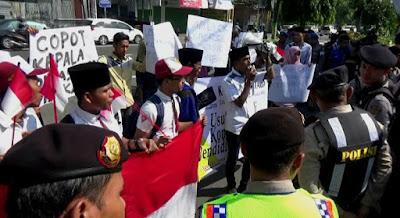 Pengadaan LKS Disoal, Aktivis Kopiah Demo Tuntut Kepala Disdik Jombang Dicopot
