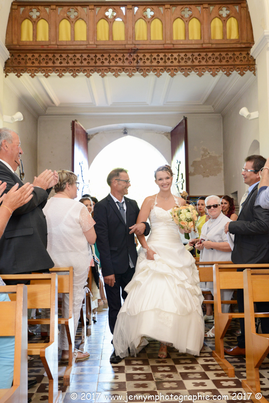 entrée de la mariée dans église avec son papa