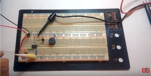 كاشف الضوء و الظلام باستخدام op-amp 741