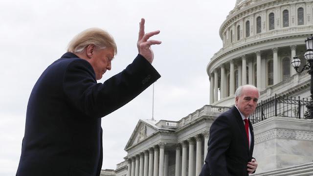 """""""Pérdida de tiempo"""": Trump abandona reunión urgente con líderes demócratas sobre el muro fronterizo"""