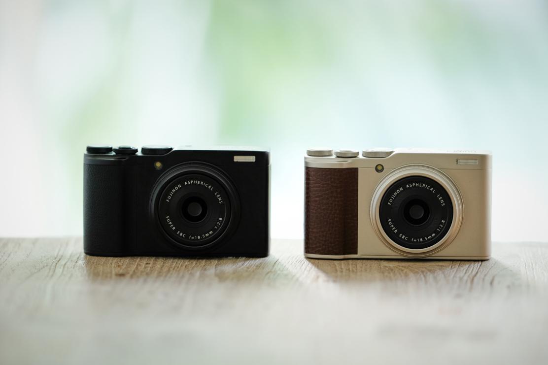 Fujifilm XF10 — черного и золотистого цвета