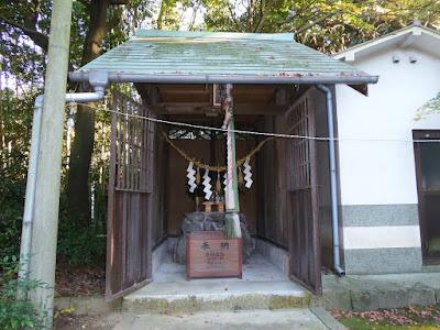 御机神社・末社 藤木社