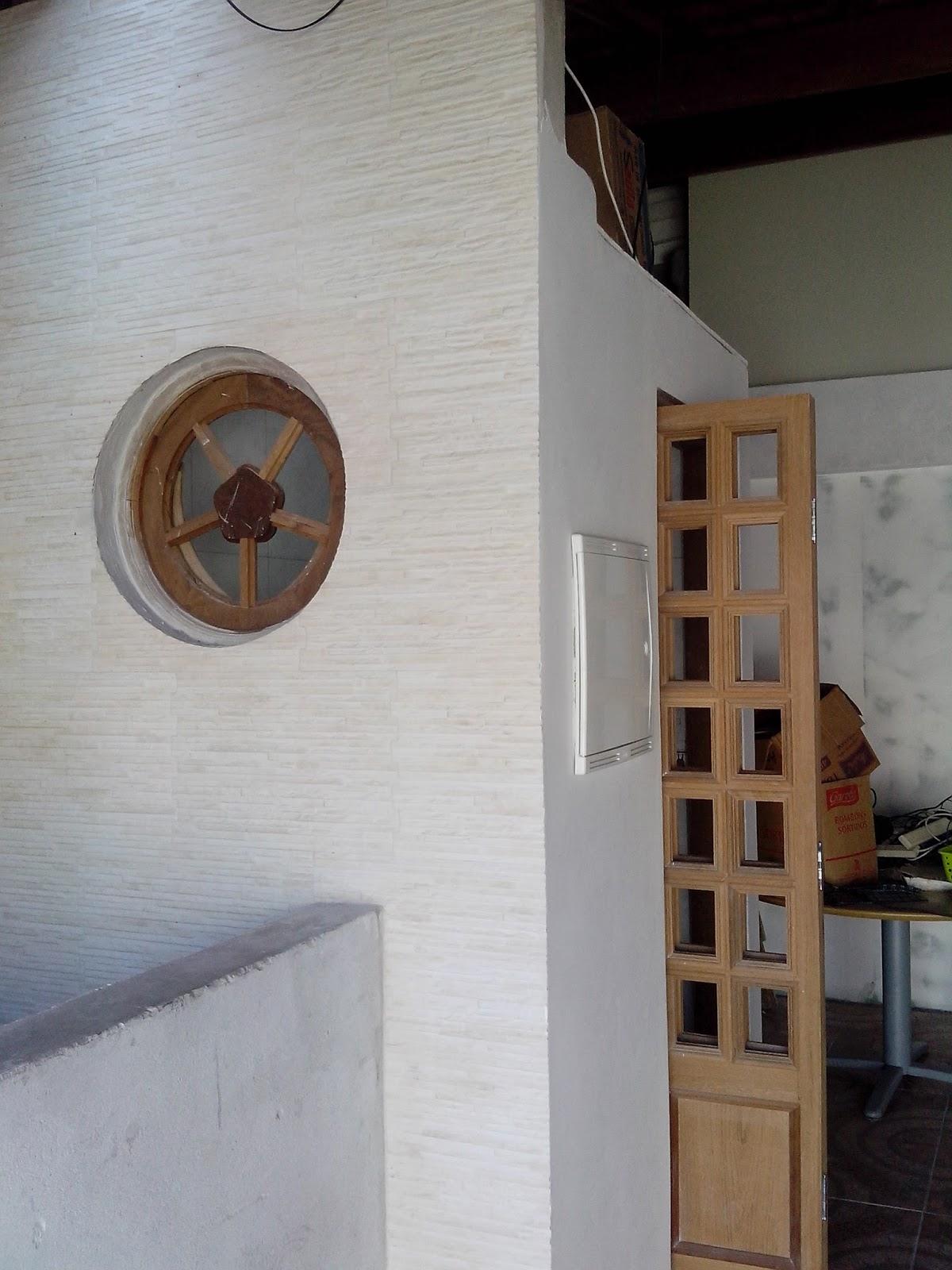 #634834  de ar com tijolo vazado recebeu uma janela redonda de madeira 830 Lubrificante Para Janela De Madeira
