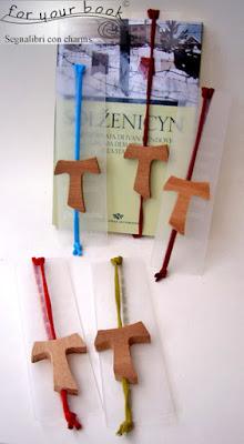 segnalibro ciondolo tau legno elastico chiudilibro