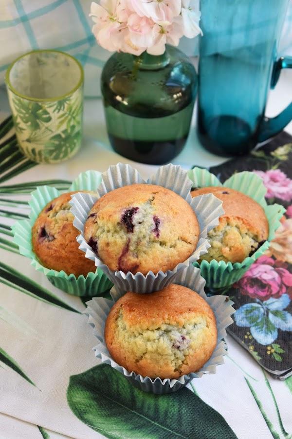 Glutenfria muffins med blåbär och vit choklad