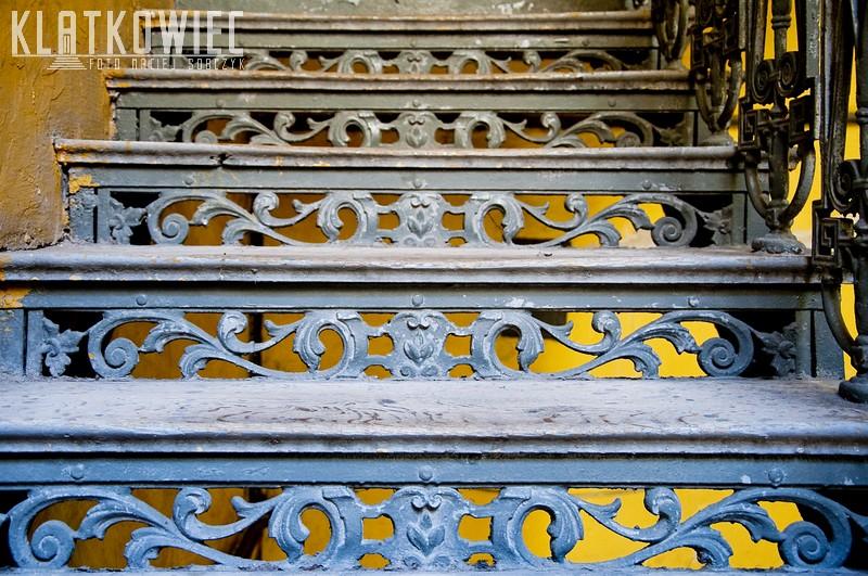 Radom. Kamienica. Klatka schodowa. Żeliwne schody.