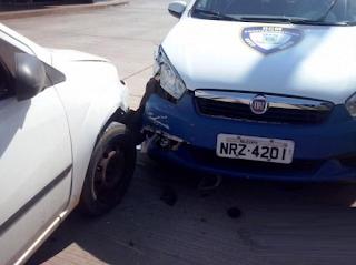 Mulher dirige bêbada e bate em viatura e acaba detida pela Guarda Municipal de Campo Grande (MS)