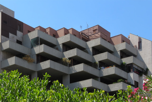 Balconies facing the canal, Viale degli Avvalorati, Livorno