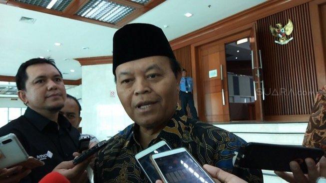 Hidayat Nur Wahid Singgung Kompetensi Nadiem Sebagai Mendikbud
