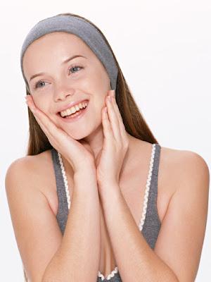 Aplícate el producto con un suave masaje sobre el rostro