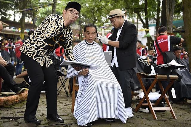 Kira-Kira Habiskan Anggaran Berapa Jokowi Pamer Cukur, Demokrat: Miliaran Rupiah!