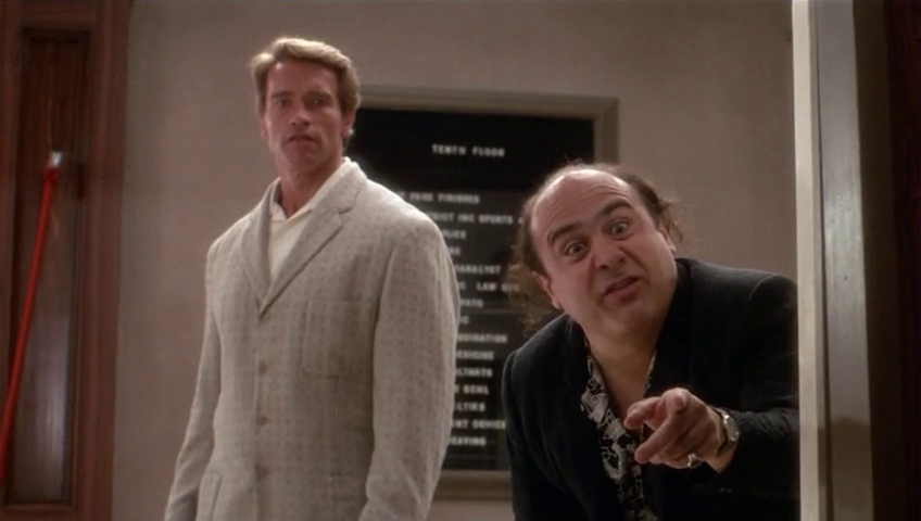 6224f421d94 Julius (Arnold Schwarzenegger) saves his twin brother. Vincent (Danny  DeVito) from a loan shark enforcer.