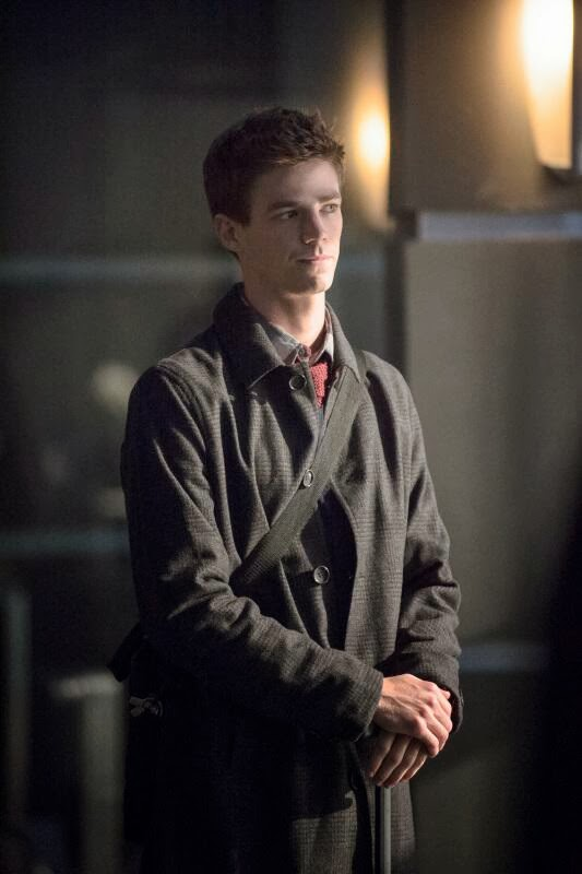 Grant Gustin es Barry Allen , la identidad secreta de Flash