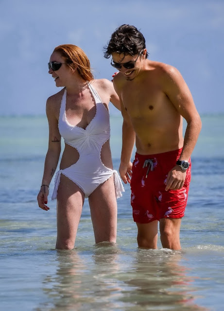 Lindsay-Lohan-showing-pokies-in-white-swimsuit-with-her-fiance-in-In-Mauritius-j69pf6u7br.jpg