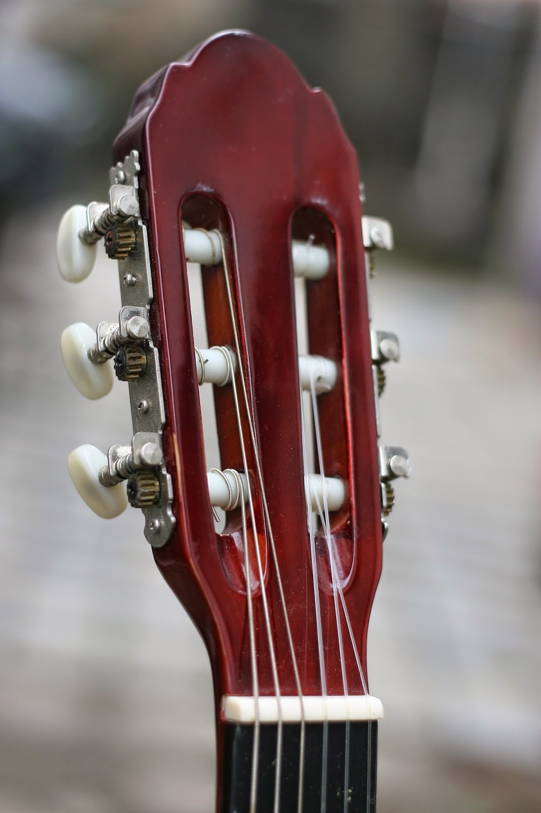 đàn guitar cho trẻ con