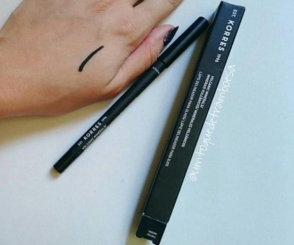 Swatch do lápis KORRES delineador para olhos