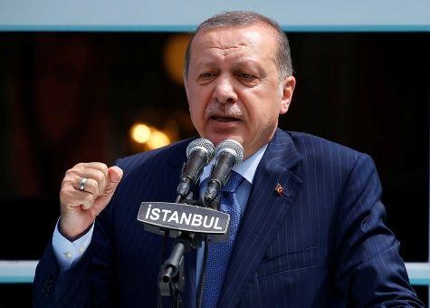Detenido escritor turco acusado de insultar a Erdogan
