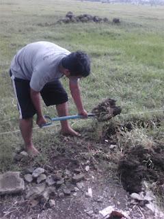 Cara Menggali Pondasi Rumah Agar Cepat: Cangkul VS Garpu